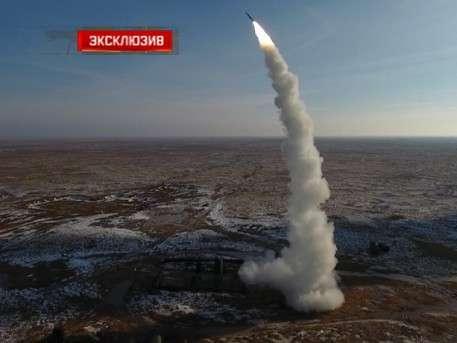 Уникальные кадры с воздуха: Две ракеты С-400 стартуют одновременно и поражают воздушную цель