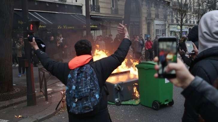 Париж: Мигранты беснуются, полиция бездействует, выборы приближаются