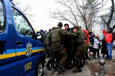 В Одессе нацисты из «Правого сектора» избивают пенсионеров и ветеранов ВОВ