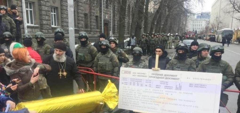 Протесты на Майдане организовал Порошенко: чтобы нейтрализовать настоящий бунт