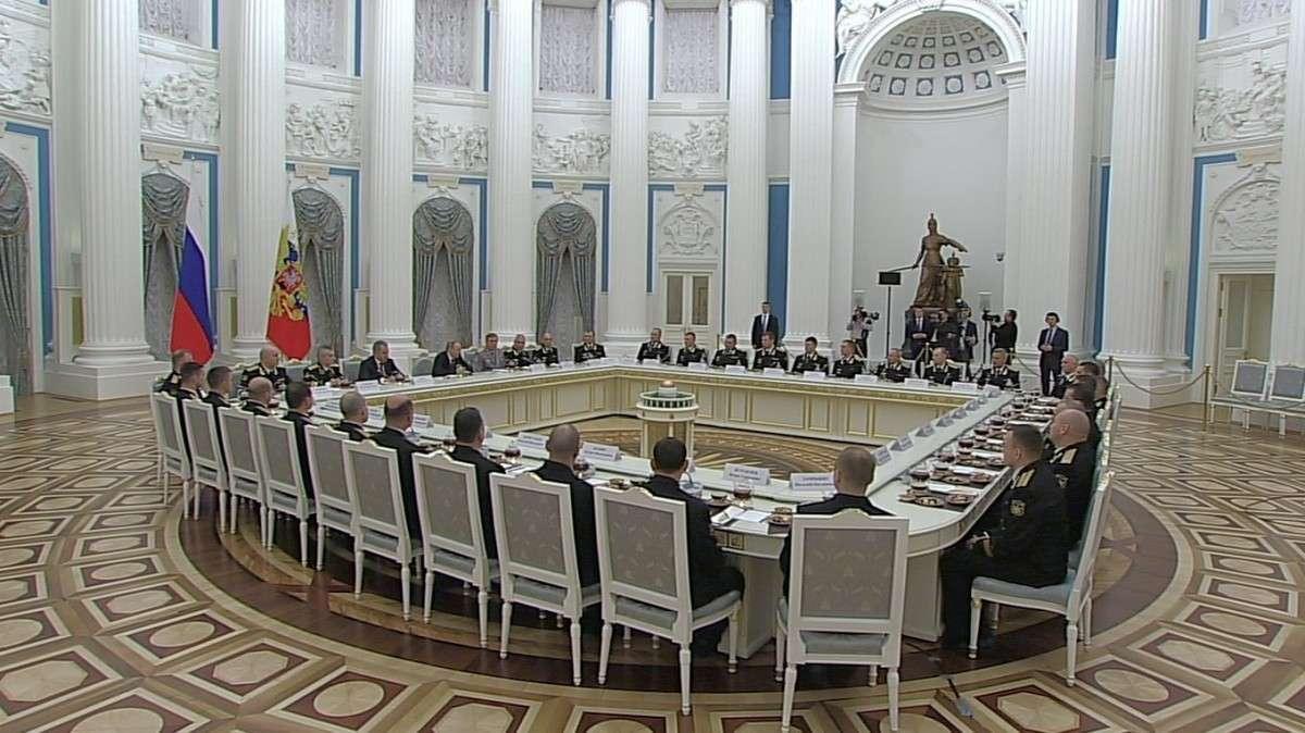 Владимир Путин провёл встречу своеннослужащими Северного флота, отличившимися у побережья Сирии