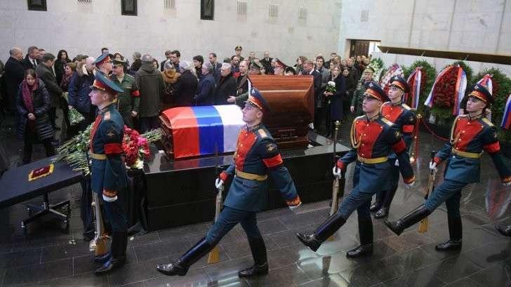Прямая трансляция церемонии прощания с Виталием Чуркиным в Москве