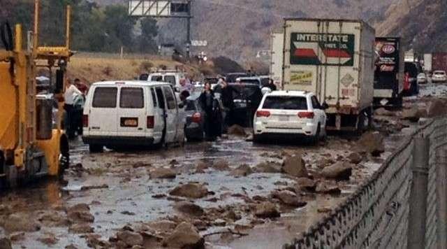 Прорыв дамбы Оровилл. Паника в затопленной Калифорнии! Кулачные бои и брошенные автомобили на дороге