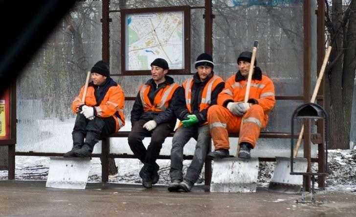 Денежные переводы мигрантов из России равны трети ВВП Таджикистана