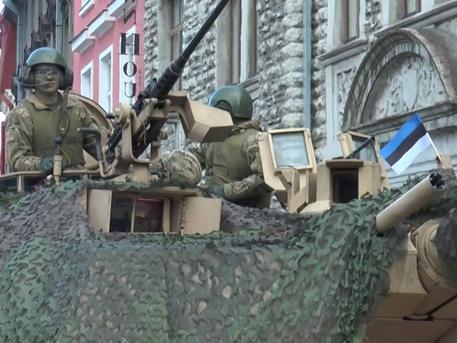 В Таллине отметили День «независимости» факельным шествием нацистов и парадом американских военных