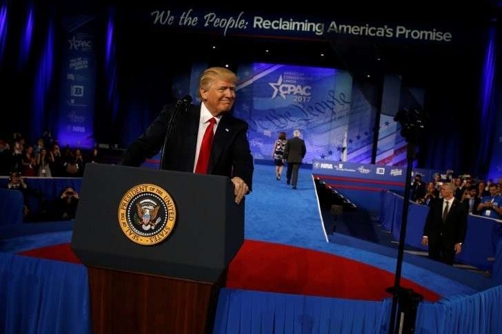 Дональд Трамп на конференции консерваторов пообещал «жёстко» бороться против глобалистких СМИ