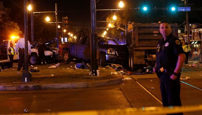 В Новом Орлеане преступник наехал на карнавал, 50 человек пострадало