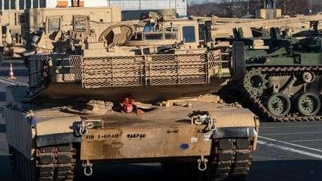 Бесполезный пафос: «танковый кулак» НАТО в Европе увяз на переправах