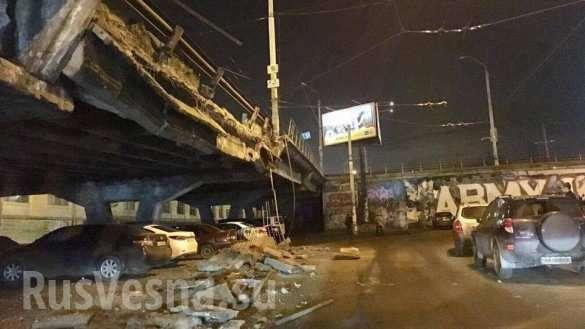 В Киеве обрушился Шулявский мост. Пострадал один автомобиль | Русская весна