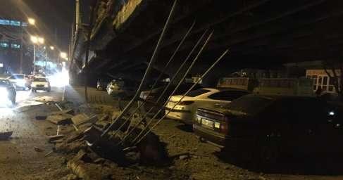 В Киеве обрушился Шулявский мост. Пострадал один автомобиль