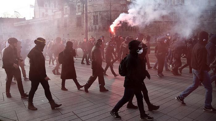 Беспорядки во Франции: к выборам мигранты устроили настоящую войну на улицах Нанта