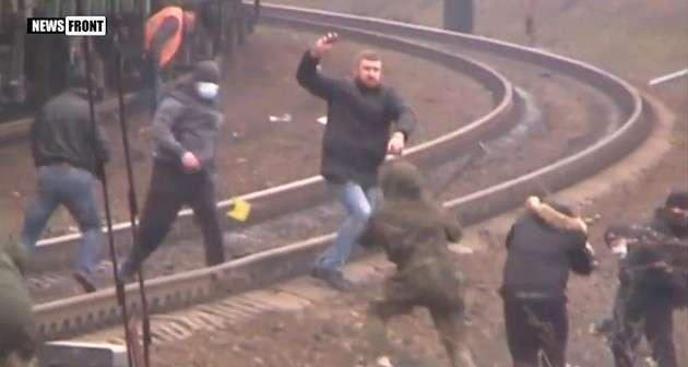 Блокада Донбасса: битва «ветеранов АТО» и «титушек» за «редут», кадры с поля боя