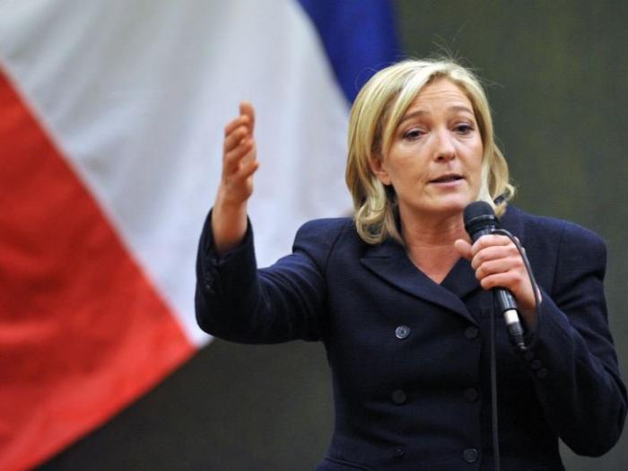 Ле Пен в лицо Меркель и Оланду: «Штатовская служка, и ее верный шнырь – вам конец!»