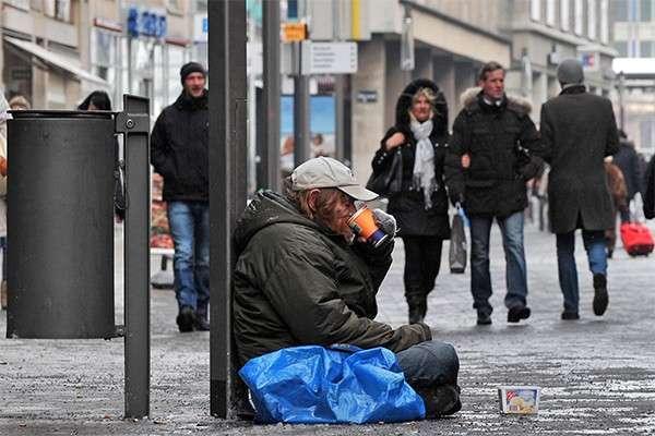 Германия: бедность растает 10 лет, а тут ещё мигранты