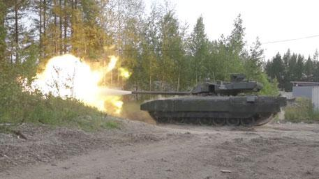 Запад в ужасе от русских танков: бронетанковый кулак России стремительно обновляется