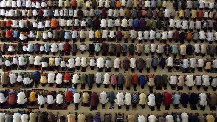 В Германии мусульманам запретили публично молиться в общественных местах