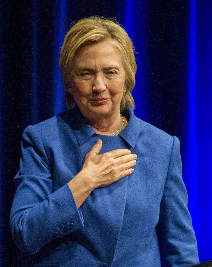 Поднявшись на трибуну, Хиллари неожиданно призналась, что у нее депрессия. Фото: GLOBAL LOOK PRESS