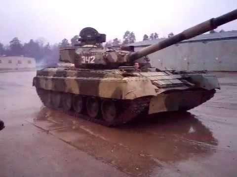 Видео скоростного «полицейского разворота» с искрами на танке Т-80 покоряет интернет