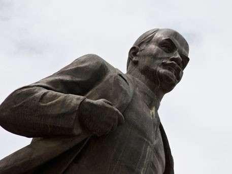 Памятник Ленину замироточил в Выборге. Чудеса нарастают, следующий Сталин
