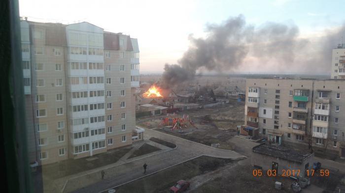 ДНР, Ясиноватая: дымят пепелища домов после обстрела карателей