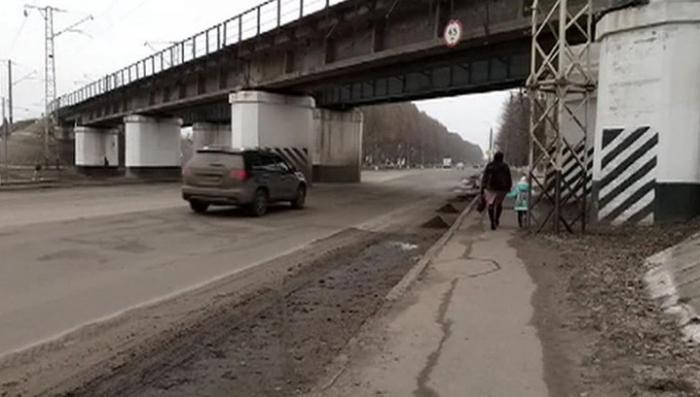 Жители Конотопа прогнали депутатов Рады и радикалов, поддержавших блокаду, из города
