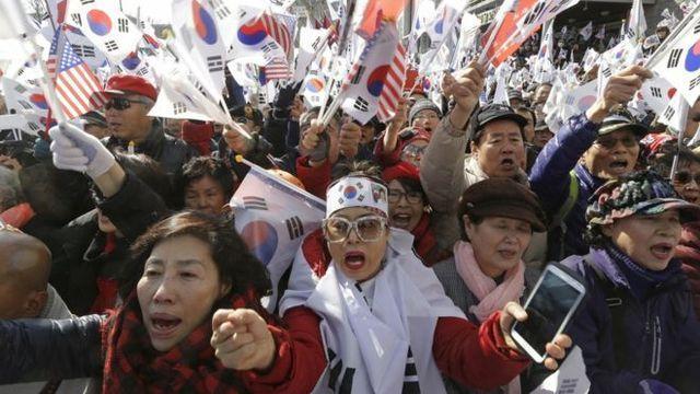 Южная Корея пошла по стопам Украины: импичмент президенту и беспорядки на улицах