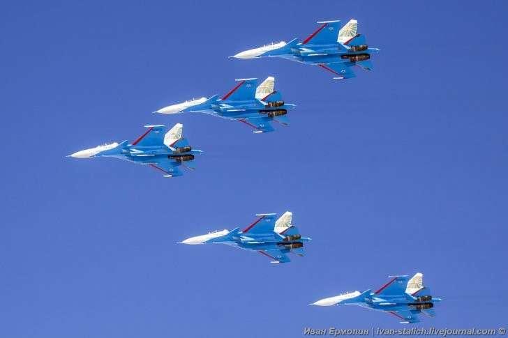 «Русские витязи» пролетели над Новосибирском на новых самолетах