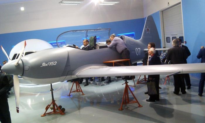 В Иркутске испытывают в небе новый учебно-тренировочный самолёт Як-152