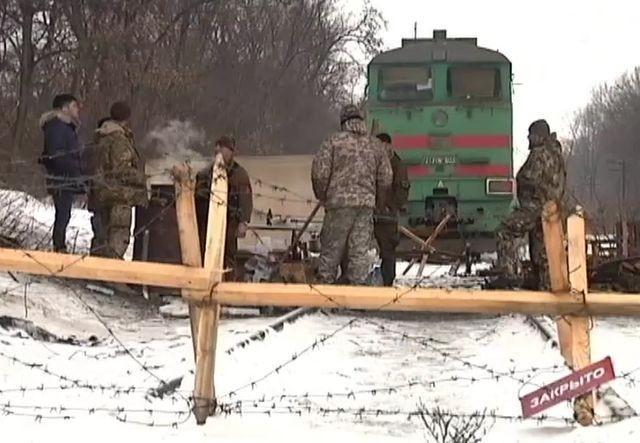 Халява закончилась: блокадников бьёт полиция, Семенченко с Парасюком в бегах