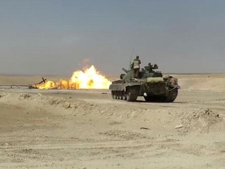 Сирия: танк Т-62 эффективно тушит горящую газовую скважину. Русская техника умеет всё
