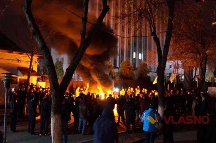 Руинизация Украины в разгаре: «свидомиты» поджигают регионы