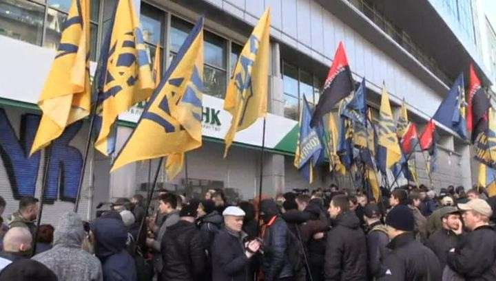 Киевская хунта пытается добраться до российских денег