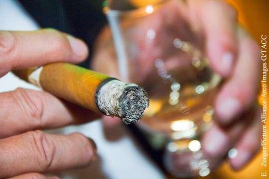 Вербовка офицеров ВМС США: коньяк, сигары, дорогие часы, и женщины