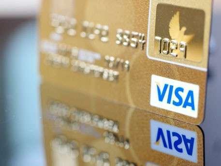 Комиссию за снятие наличных с карт разрешили банкам России