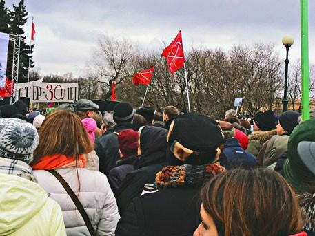 В Санкт-Петербурге тысячи жителей вышли на митинг против передачи Исаакия церковной братве
