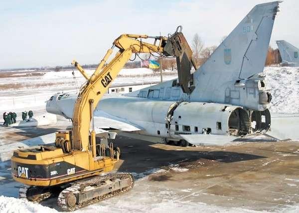 США помогли Украине уничтожить собственную военную авиацию, доставшуюся от СССР
