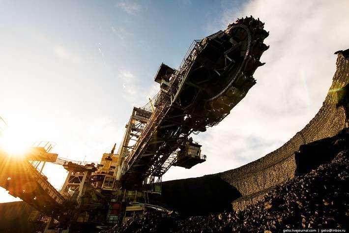 Самый большой вРоссии роторный экскаватор ЭРШРД-5250. Берёзовский угольный разрез.