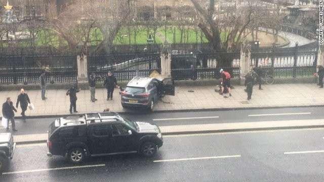 Теракт на мосту у британского парламента: стрельба и наезды автотранспортом