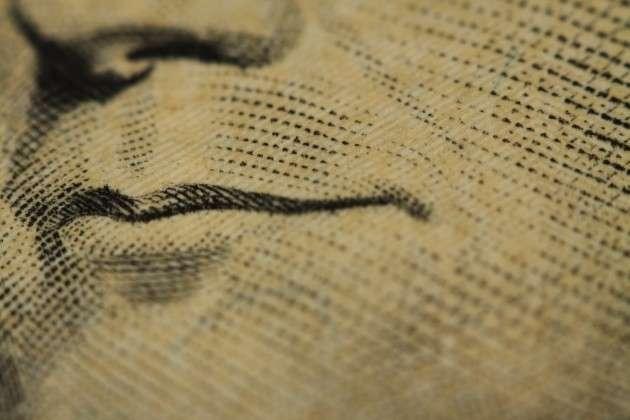 Увеличенное изображение купюры доллара (фрагмент)