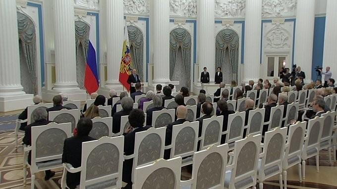Владимир Путин вручил премии Президента молодым деятелям культуры изапроизведения для детей