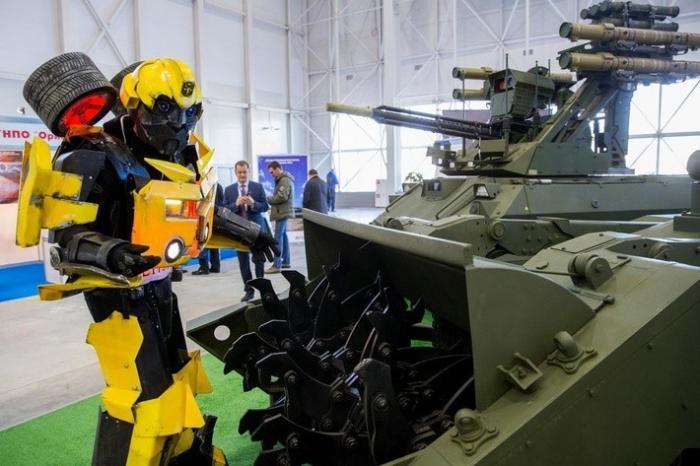 Новинки боевых роботов представили навыставке вконгрессно-выставочном центре «Патриот»