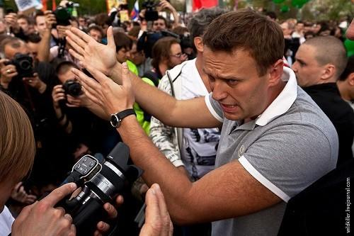 Навальный – козёл-провокатор. Он вам не Леша. Кто же его посадит?