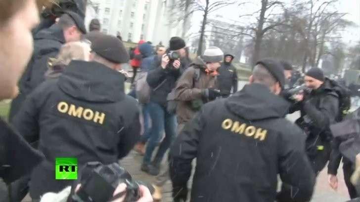 Майдан в Белоруссии: в Минске ОМОН задерживает участников обезглавленного заговора