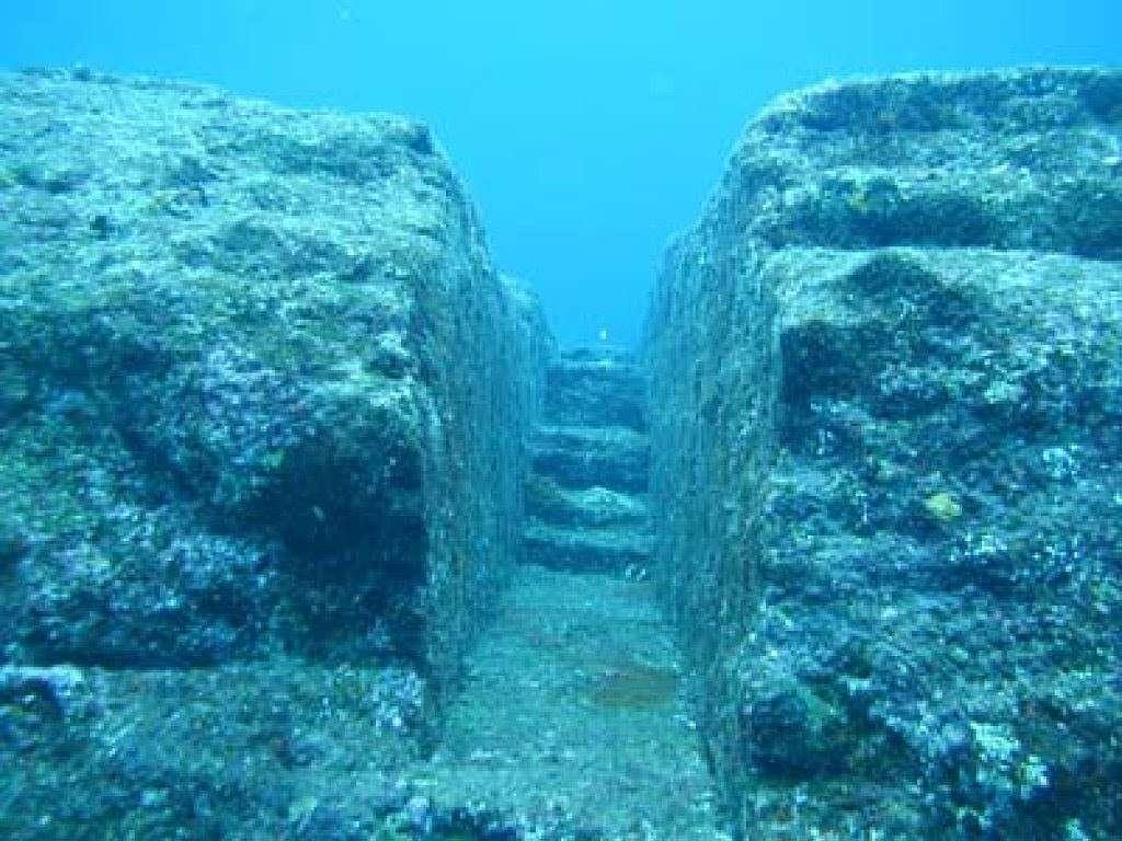 Таинственная подводная стена, охватывающая всю планету, обнаружена с помощью Google Earth