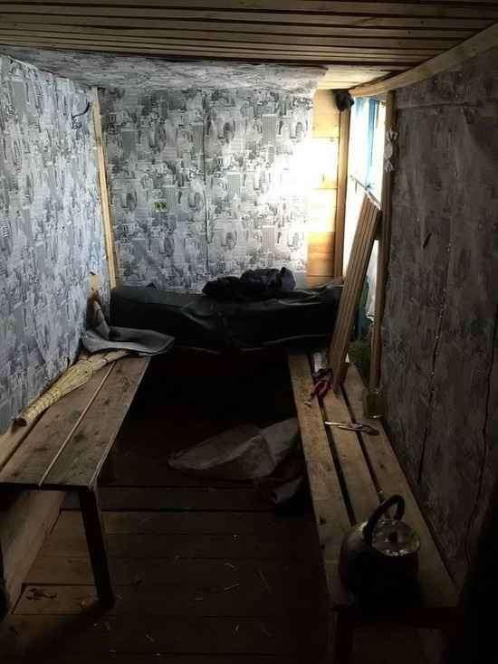 Омск: школьники сколотили дом и устроили в нем подпольное казино