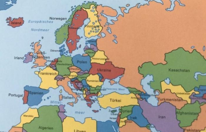 В Германии выпустили учебник с картой мира, на которой Крым изображен как территория России
