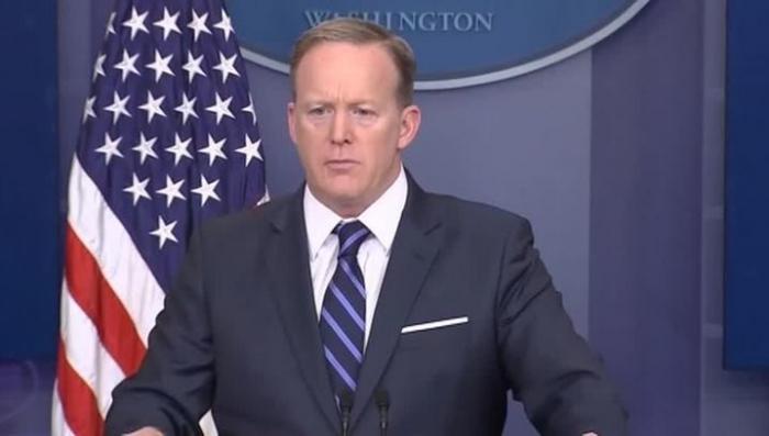 Пресс-секретарь Белого дома Шон Спайсер призвал «смириться» с президентом Асадом