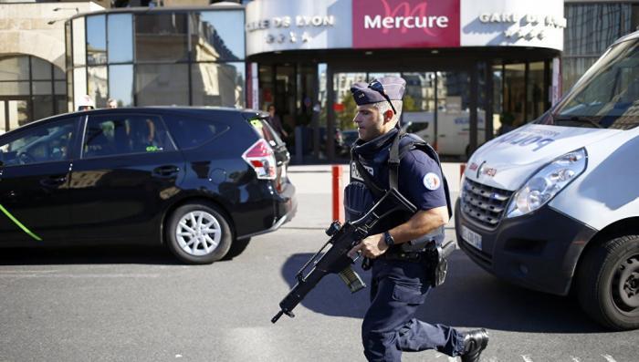 В Париже на традиционном карнавале прогремел сильный взрыв