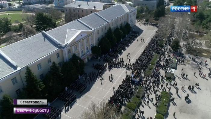 В Севастополе военно-морское училище имени Нахимова отметило 80-летие