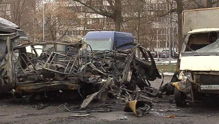 В Москве на стоянке «Газель» взорвалась на мелкие кусочки
